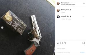 Pistole und Munition, die Hoyer auf dem Schießstand fotografierte