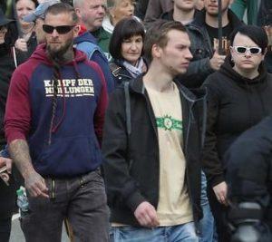 """Sebastian Dahl (1. v.r.) und Franzy Schulz (1. v.l.) gemeinsam beim Naziaufmarsch des """"III. Wegs"""" am 1. Mai 2019 in Plauen"""